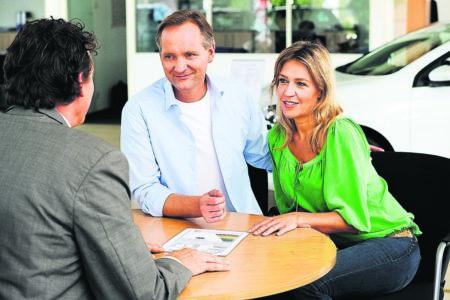 Ratgeber Mobil: Beim Neuwagenkauf bares Geld sparen