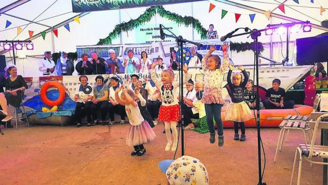 Weskow schwenkt Lasso und Laterne zum Dorffest 2019