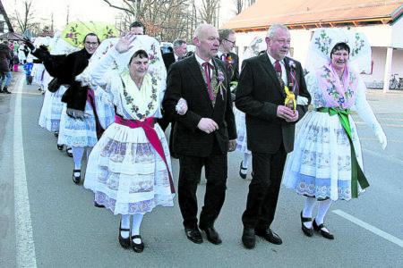 Region: Burg begrüßt den Frühling