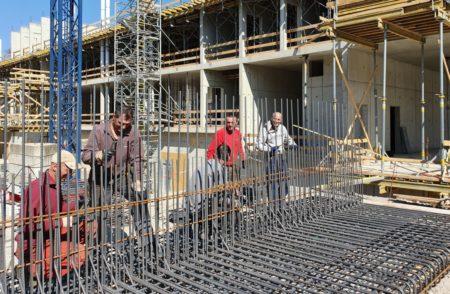 Cottbus: Der edle Schmuck steht, das Haus wächst