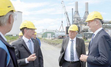 Woidke zu Besuch bei BASF Schwarzheide