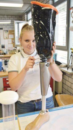 Handwerkerin Jo Ann Schaefer hilft Menschen mit Handicap
