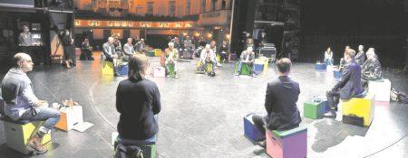 Region: Bühne muss Nähe auf Distanz herstellen