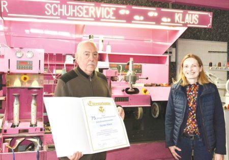 Cottbuser Schuhmacher Klaus feiert 75. Jubiläum
