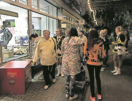 Buntes Einkaufserlebnis für Nachtschwärmer in Forst