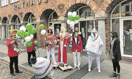 Narren übernehmen Cottbuser Rathaus