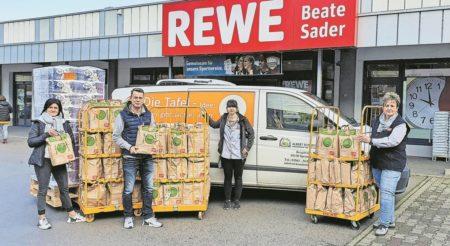 Cottbus: Gefüllte Teller durch volle Tüten bei REWE in Cottbus-Schmellwitz