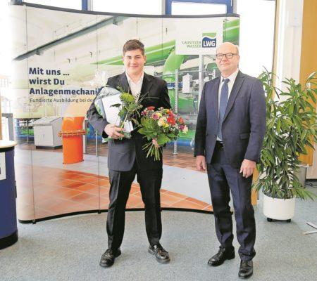 WAL-Betrieb begrüßt frisch gebackene Anlagenmechaniker