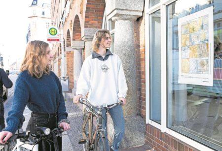 """Kunst im Schaufenster: """"Lichtpausen""""-Plakate in der Cottbuser Innenstadt"""