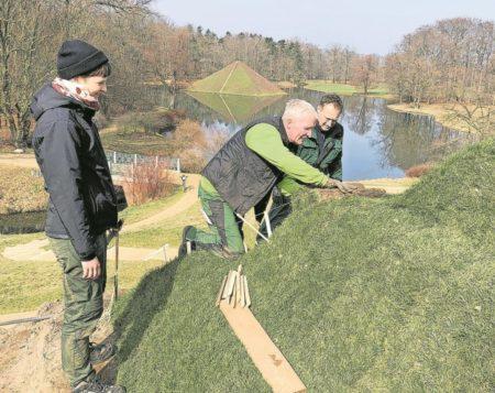 Neue Stufen zum pyramidalen Jubiläum in Branitz
