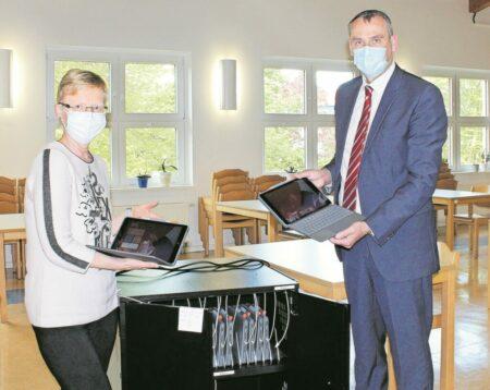 Neue iPads für Senftenberger Schulen