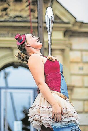 Neue Bühne Senftenberg informiert über historischen Artistinnenalltag
